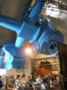 188cm反射望遠鏡ドーム内での講演の様子